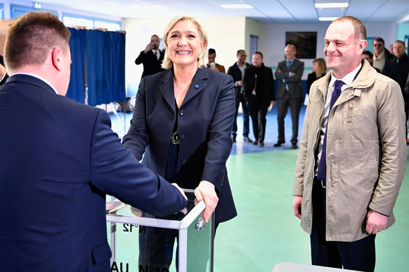 french-election-2017-marine-le-pen-909716
